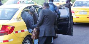 Las personas buscaron modos para moverse durante la suspensión de los buses, en Quito