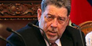 Primer ministro de San Vicente y Granadinas es herido con una piedra en la cabeza